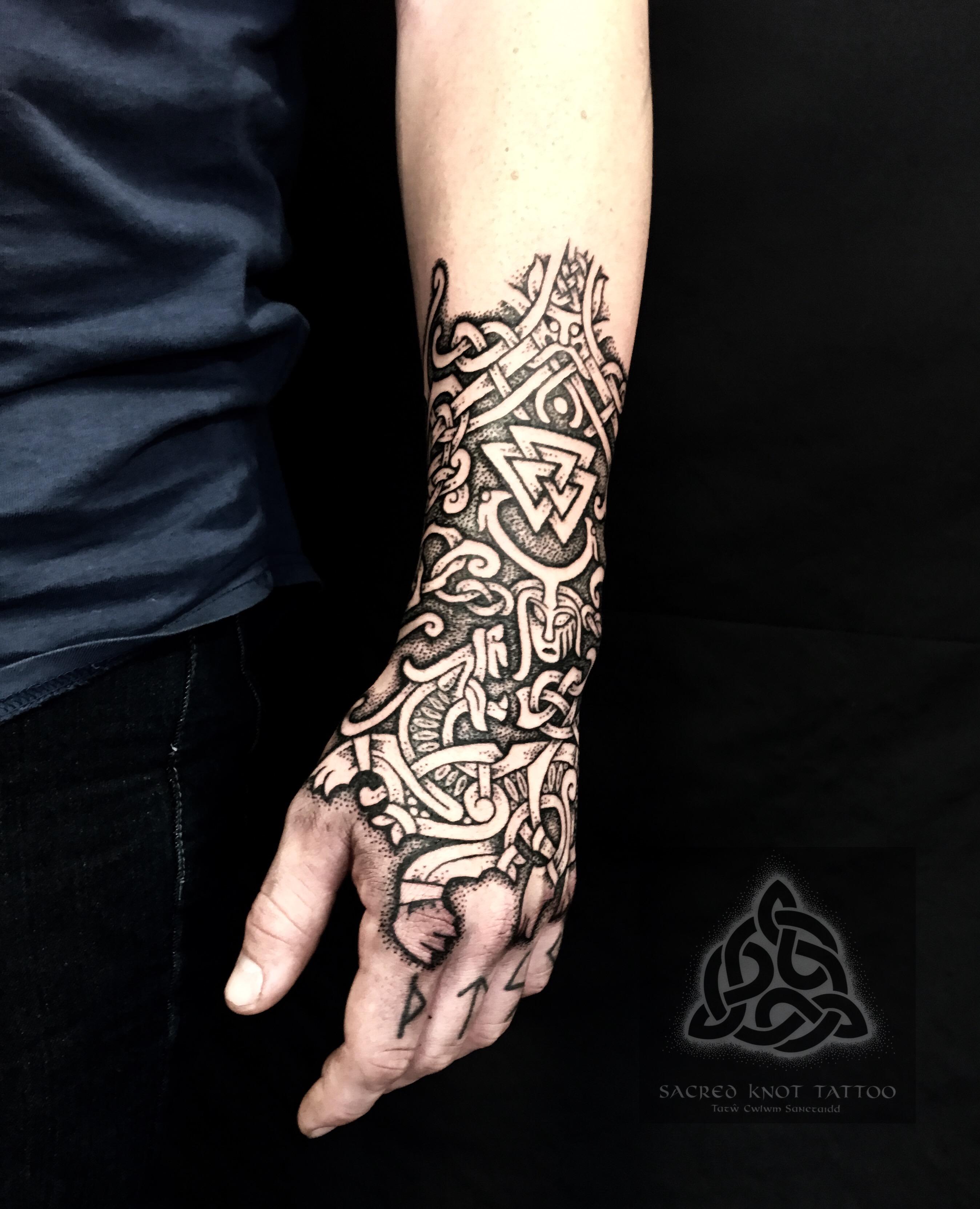Gauntlet Tattoo, viking tattoo nordic sacred knot